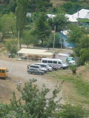Крым 2009 ТОША ждет хозяев купающихся в горном озере